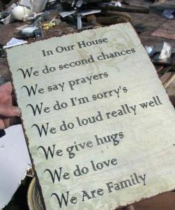 mesaj gasit in zona recent afectata de tornada